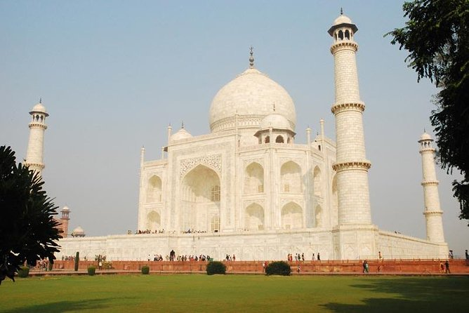 Private Full Day Tour with Taj Mahal and Agra Fort round Trip From Delhi
