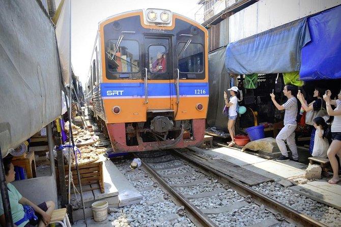 Damnoen Saduak Floating Market & Maeklong Railway Market Tour (Multi Languages)