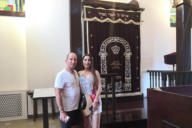 Shanghai Jewish Refugees Museum and 1933 Old Millfun Bike Tour with Local Lunch