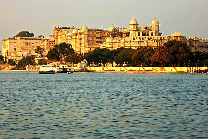 Udaipur Private Day Tour- Palace,temple,royal Garden,lakes,vintage Car.