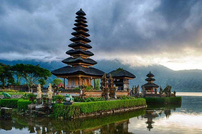 Day Trip to Bedugul Botanical Garden,Leke Leke Waterfall&Ulun Danu Bratan Temple