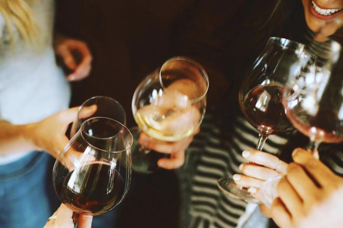 Private Barcelona Tour: Wine Tasting, Tapas Dinner & Gothic Quarter
