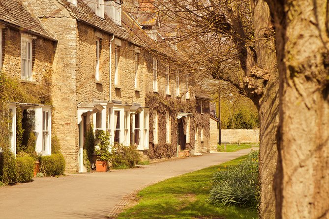 Southampton to London via Cotswold Villages, Downton Abbey Locations & Pub Lunch