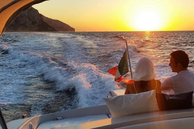 Sorrento Coast Bådtur ved solnedgang med svømning og Happy Hour om bord