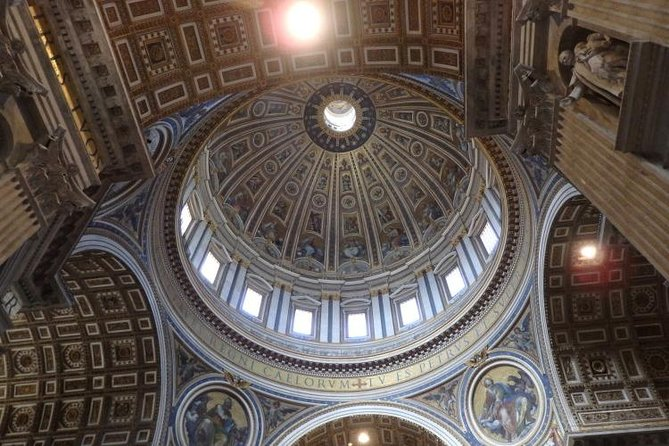 Skip-the-Line Tickets with Host - Vatican Museums and Sistine Chapel