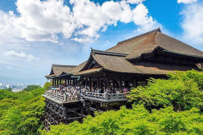 Kiyomizu-dera Temple Tour with Nationally-Licensed Guide