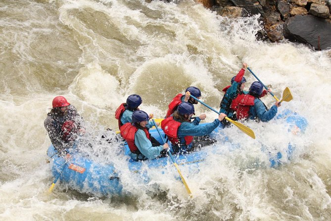 Clear Creek Intermediate Rafting en aguas bravas cerca de Denver