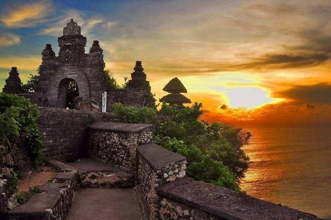 Full-Day South Bali Tour and Uluwatu Temple - get free Banana Boat with Lunch