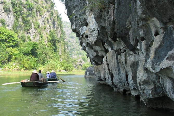 Private Hoa Lu Tam Coc Full-Day Tour with Boat Ride & Buffet Lunch