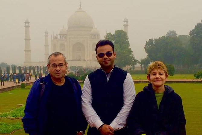 Licensed Tour Guide in Agra for full-day sightseeing