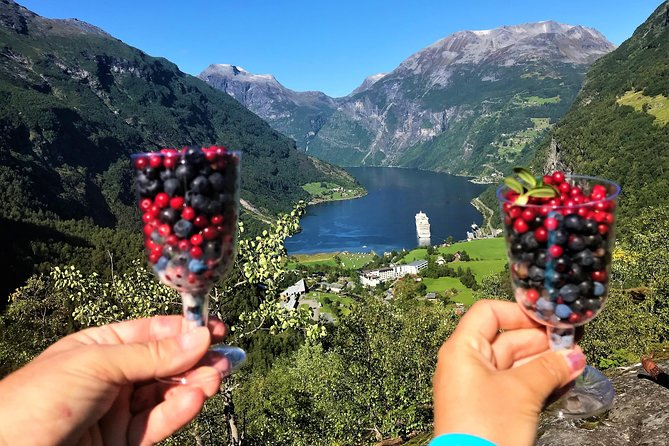 Geiranger by Royal route, 5 hours with visiting a high-mountain farm