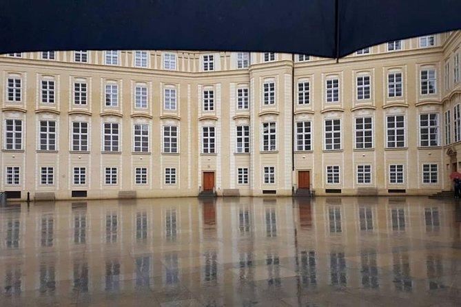 Your own guide for Revealing Prague Castle Tour