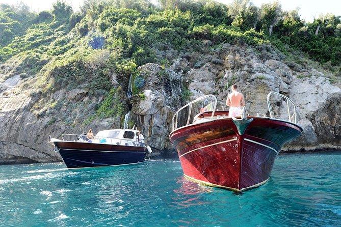 Costa de Sorrento: 2 horas de passeio de barco de descoberta com natação e snorkel