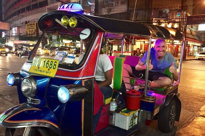 Tuk Tuk Tour a Bangkok di notte