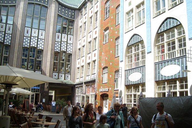 Berlin City Walking Tour of Scheunenviertel and Hackesche Höfe in Berlin Mitte