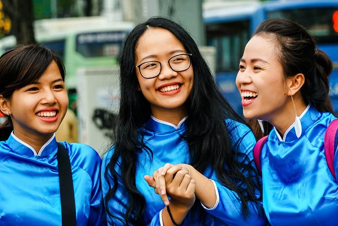 ⭐️ Evening Food Tour with #GirlPower riders in Ho Chi Minh city | Kiss Tours
