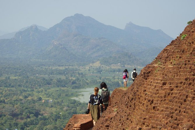Round tour 6 days Sri Lanka with Heritages, Nature, Beaches