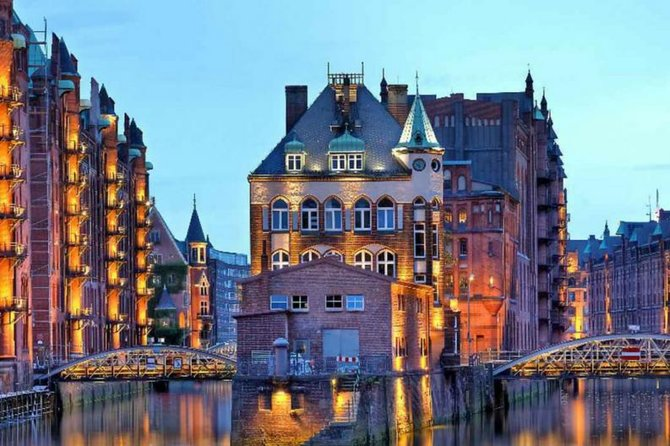 Hamburg Night Tour with a Local: Private & 100% Personalized ★★★★★