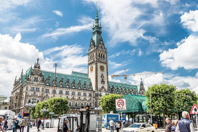 Kickstart your trip to Hamburg with a local: private & personalized photo 3
