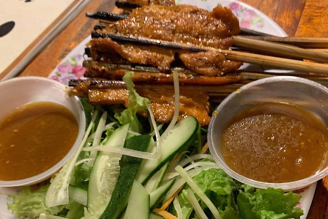 Hoi An Walking Street Food Tour with Tasting and Dinner