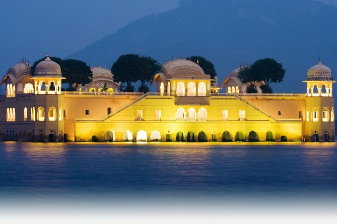 2-Day Private Tour to Jai Mandir and Jaipur from Delhi by Train