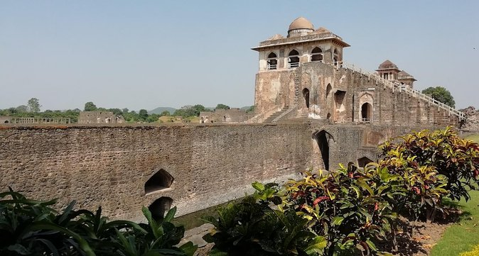 2 day tour from Mumbai to architectural wonder of Mandu