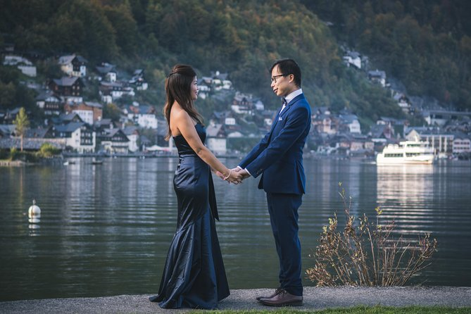 Romantic Couple Photoshooting in Hallstatt