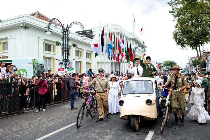 Discover Bandung History with Sightseeing Trip & Angklung Musical Show
