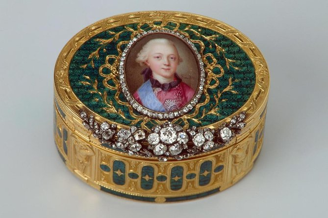 Diamond Room Private Tour with Curator including All Day admission to Hermitage