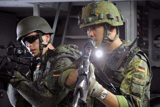 Prova att skjuta med kulspruta med militär Humvee i Las Vegas