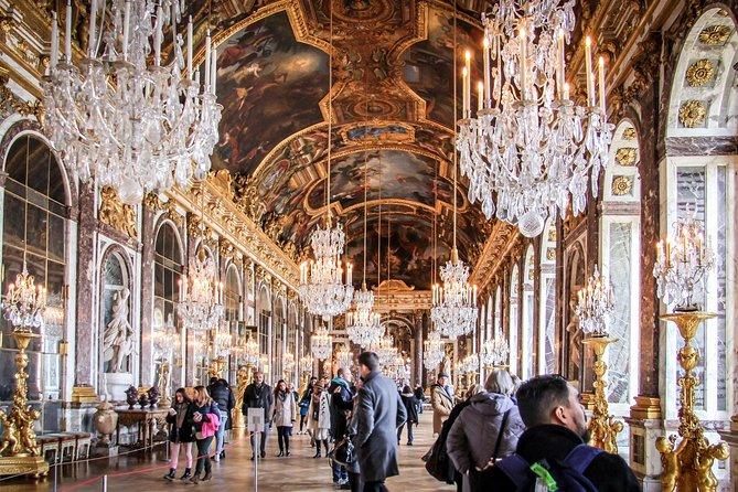 Skip the Line: Château de Versailles Murder and Mystery Tour from Paris