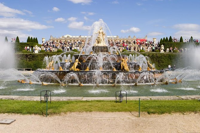 Versailles Palace Skip the Line Tour with Castle & Garden Musical Water Show