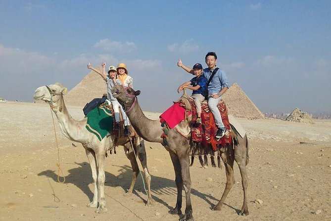 Short layover tour to Giza pyramids and Sphinx