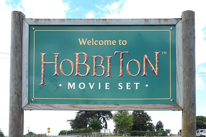 Private Tour : Hobbiton & Rotorua with Cultural Experience from Tauranga