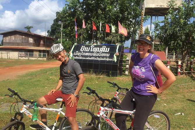 Overnight Cycling Tour That Ing Hung and Dong Natad, with Homestay