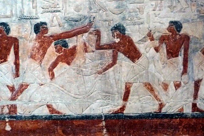 Visita guiada privada para familias a Saqqara Dahshur y Giza, que incluye paseo en camello y almuerzo desde El Cairo