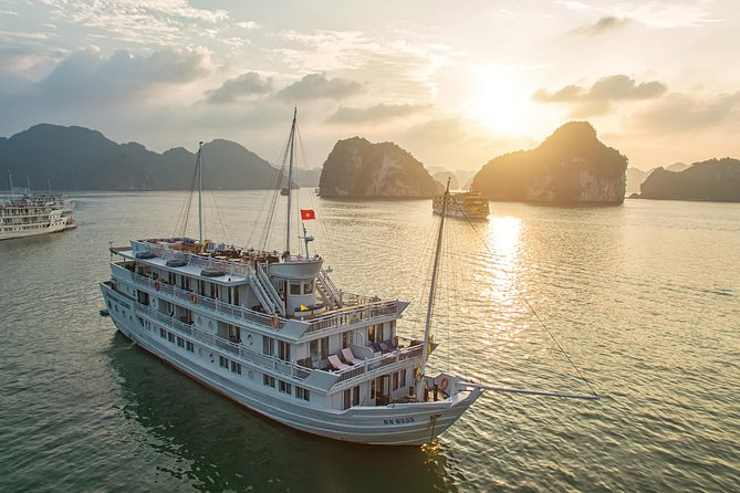 Halong Bay Overnight Cruise with Kayaking, Caves, and Private Cabin photo 1