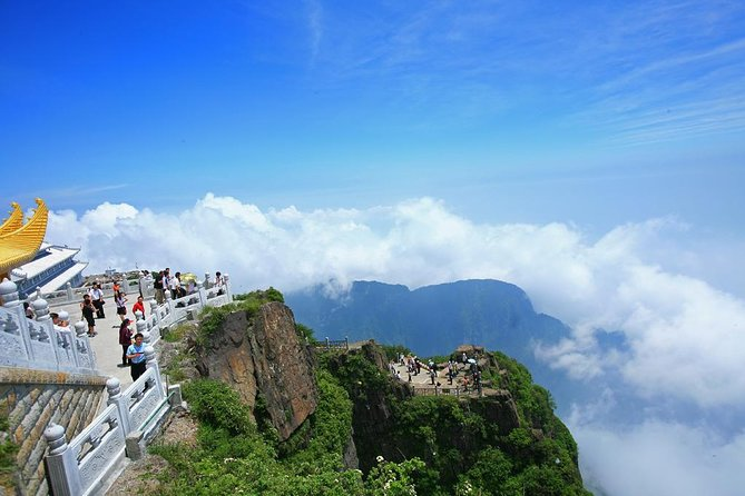 Private Tour: 2-Day Trip from Chengdu to Leshan and Mt Emei