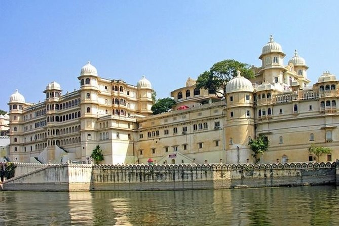 Udaipur City Day Tour With Kumbhalgarh Fort & Ranakpur Jain Temple Tour In 2 Day