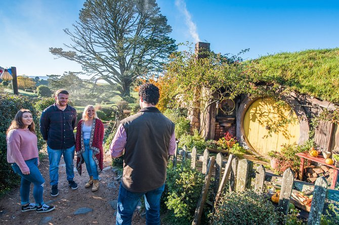 Hobbiton Movie Set and Rotorua Day Tour from Auckland