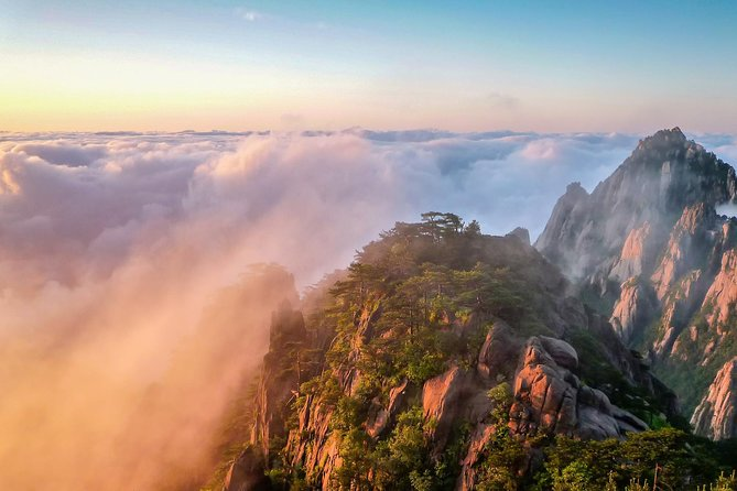2-Day Private Trip to Huangshan Mountain and Tongmo Ancient Town from Shanghai