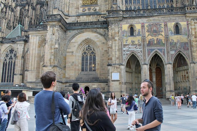 Private Walking Tour: Prague Castle, St Vitus Cathedral with Entry fee