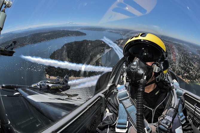 Exceptional Flight In Hunting Patrol With The Breitling Jet Team!