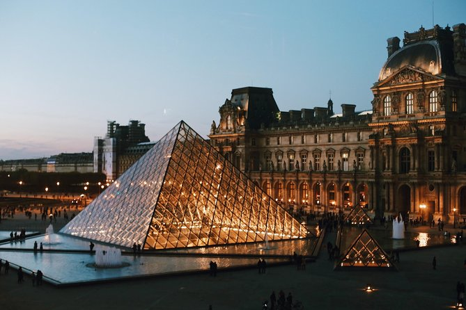 Paris City Center & Skip-the-line Louvre Museum Tour - Semi-Private 8ppl Max
