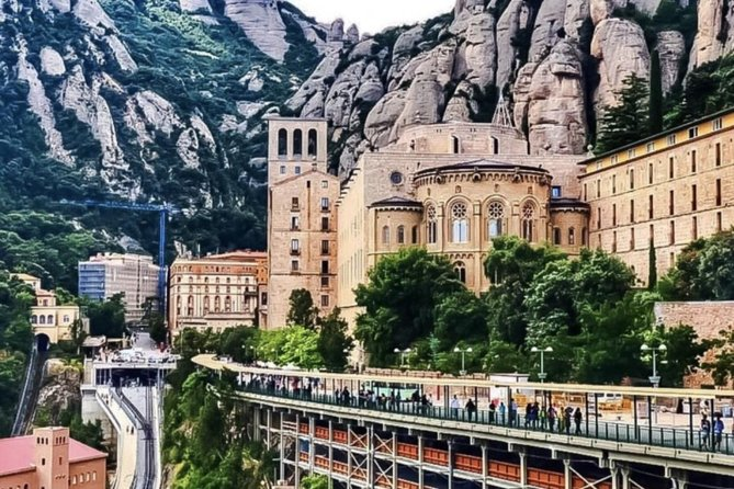 Private Montserrat Tour & Organic Winery Plus Local Lunch from Barcelona