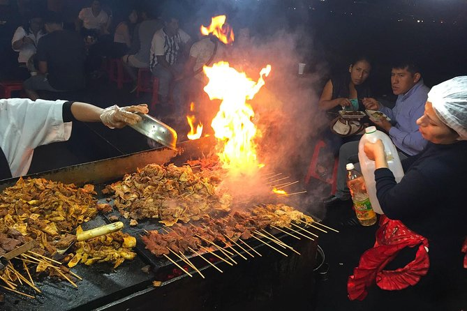 Street Food & Old Taverns Night Tour in the Historic Center of Lima