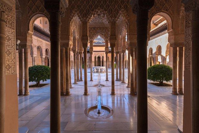 Evite as filas: excursão por Alhambra e banhos Hammam em Granada