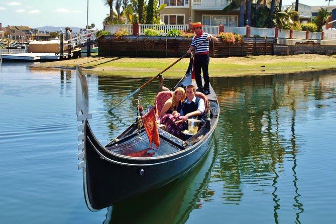 Gondola Ride In Newport Harbor Beach Usa Lonely