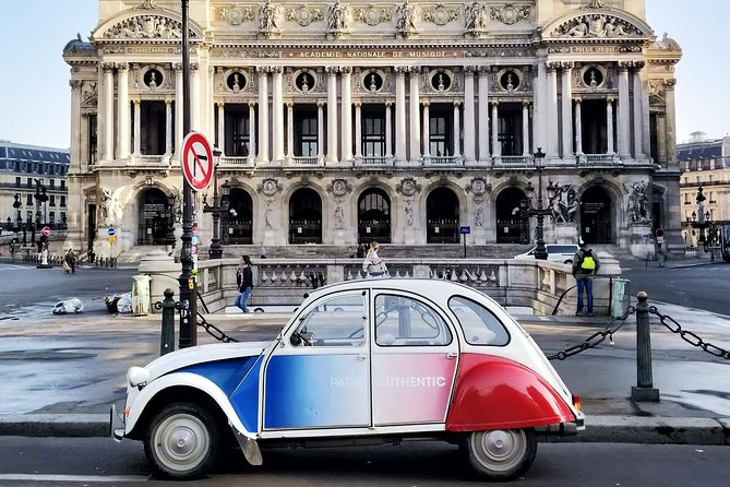 Half day trip in Paris in a vintage and convertible car with a Parisian