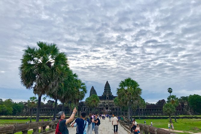 Phnom Bakheng & Angkor Wat Sunrise and Sunset Tour
